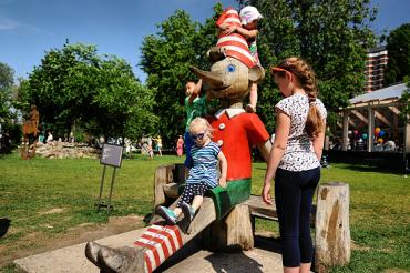 Скульптуры готовятся к весне в парке Музеон