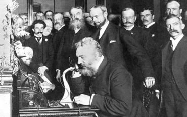 Теперь ты знаешь, что 15 августа 1877 года Томас Эдисон впервые предложил слово «Hello!» для обращения по телефону…