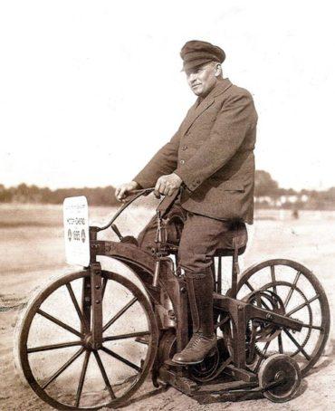 Теперь ты знаешь, что 29 августа 1885 года немецкий изобретатель Готлиб Даймпер запатентовал первый мотоцикл…