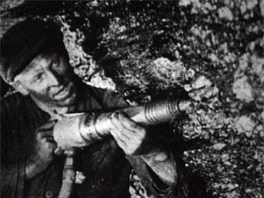 Теперь ты знаешь, что 31 августа 1935 года донбасский шахтер Алексей Стаханов превысил суточную норму угледобычи в 14 раз, что послужило началом «стахановского движения»