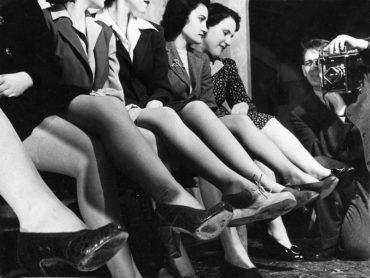 Теперь ты знаешь, что 24 октября 1939 года всемирно известная химическая компания «DuPont» выпустила первые нейлоновые чулки.
