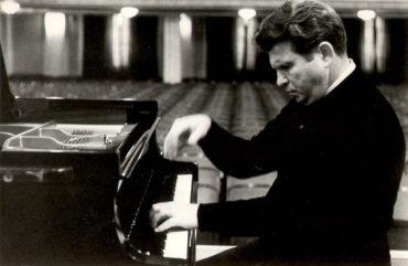 Теперь ты знаешь, что 19 октября 1916 года родился выдающийся пианист ХХ века Эмиль Гилельс.