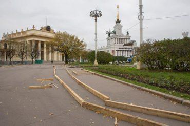 На ВДНХ начался монтаж Главного катка страны