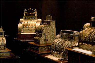 Теперь ты знаешь, что 4 ноября 1879 года был изобретен первый кассовый аппарат.