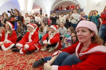 «Рождественский караван Coca-Cola» привез праздник в отель «Метрополь»
