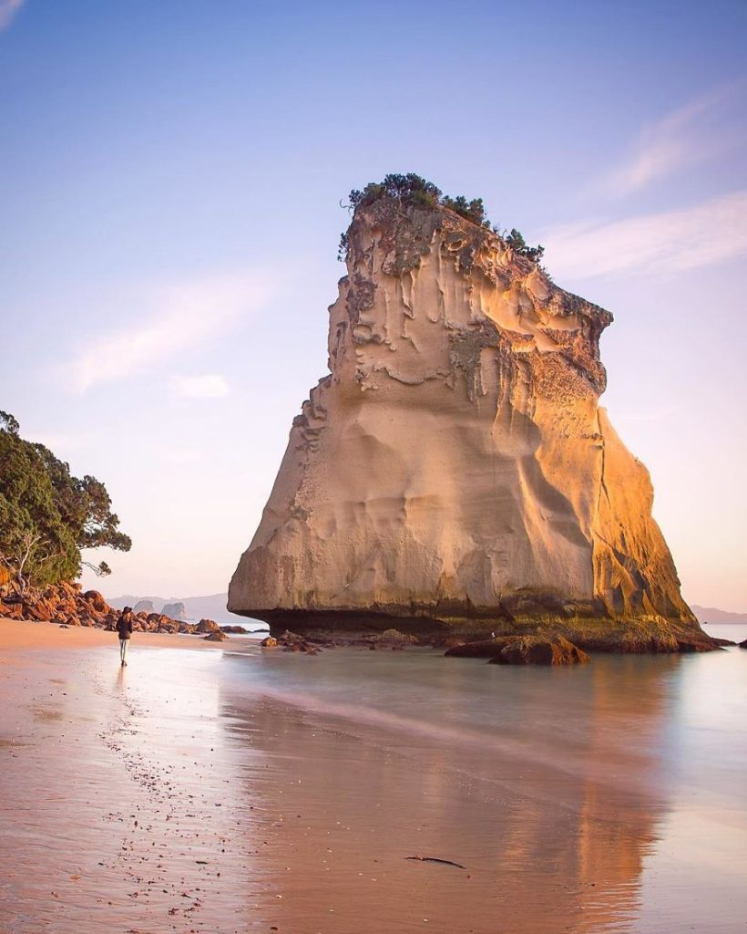 Скала Парус в Новой Зеландии