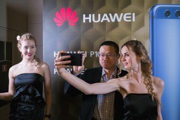 Новинки Huawei были представлены на Moscow Fashion Week 2017