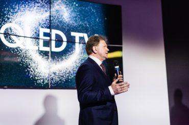 Звезды кино и известные дизайнеры познакомились с новой линейкой QLED ТВ Samsung