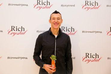Бренд Rich отпраздновал запуск Rich Crystal — соков в стеклянной дизайнерской бутылочке