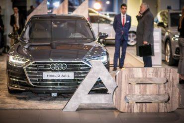 Клиенты Ауди Центра Таганка за дегустацией изысканных вин  познакомились с абсолютно новым Audi A8 L