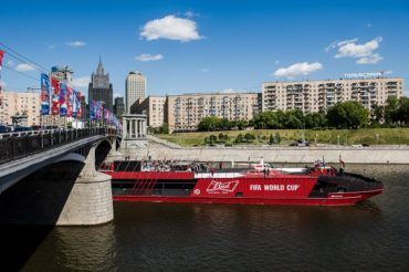BUD Boat возвращается на Москву-реку