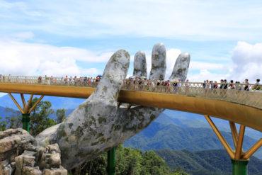 Руки из скалы
