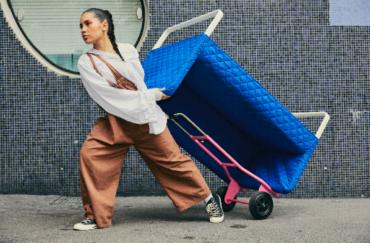 ОМБЮТЕ: новая лимитированная коллекция ИКЕА для более комфортного и стильного переезда