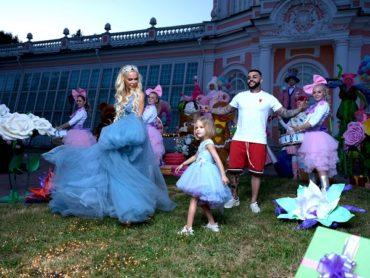 В новом клипе Тимати для TOY.RU снялась его дочь Алиса и Алиса Лобанова