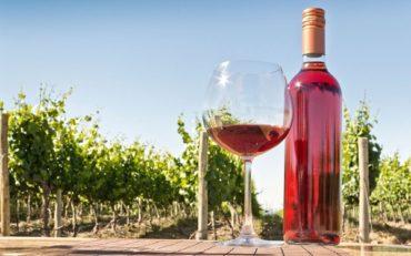 Освежающее нежное розовое вино