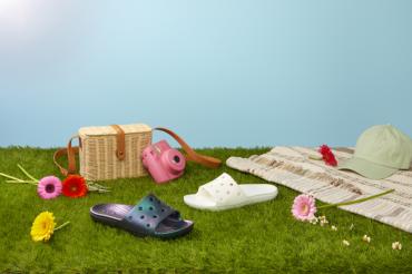 Фестивальная коллекция Crocs:  для тех, кто не собирается отменять тусовку!