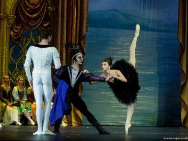 Звезда мирового балета Оксана Бондарева выступит на сцене Москонцерт Холла в спектакле «Лебединое озеро»