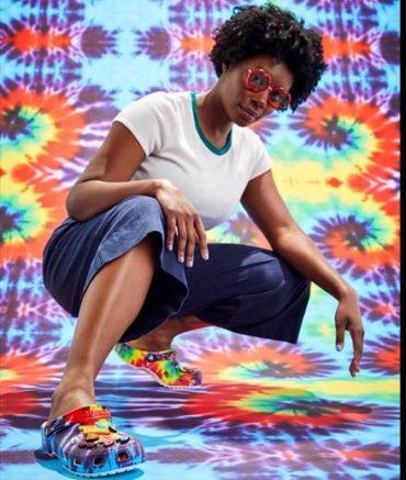 Покажи свой уникальный стиль вместе с новыми расцветками Tie-dye от Crocs