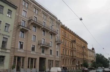 Квартиру в доме Путина можно купить за 23,9 млн рублей