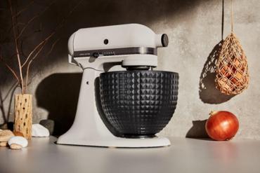 """KitchenAid представляет лимитированную модель настольных миксеров """"Light & Shadow"""""""