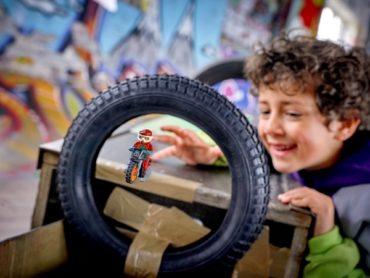 Захватывающие приключения для любителей трюков – с новой серией наборов LEGO® City Stuntz в линейке LEGO® City